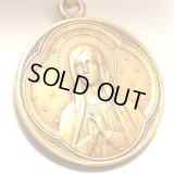 フランス アンティーク GOLD PLATED お祈りするルルドの聖母マリア レトロな意匠 メダイ 22mm(チェーン有。無し-300円引き)