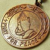 《PRAY FOR PEACE 平和への祈り》アメリカ ヴィンテージ メダイ 26mm(チェーン有。無し-300円引き)