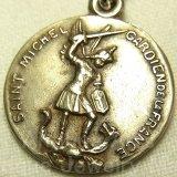 フランス アンティーク 大天使ミカエル 悪魔祓い SILVER PLATED メダイ《キリスト教徒、兵士、警察官、パラシュート部隊の守護者とされており、 聖フランシスコ・ザビエルにより日本の守護者とも定められています。》 18mm(チェーン有。無し-300円引き)