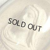 【難有り】【1880年頃】《セピオライト「海泡石」彫刻》フランス アンティーク 聖母マリア ドーム型ガラスフレーム 46×57mm
