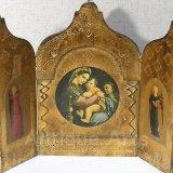 【大型サイズ】イタリア アンティーク「聖母子の画家」ラファエロ・サンティ作『小椅子の聖母』3枚続きの祭壇画(高さ296ミリ)