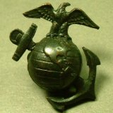 【バーゲン】【参考画像有り】第二次世界大戦 当時もの USMC《United States Marine Corps》米国海兵隊 バッチ 25×25mm【スクリューネジ式】